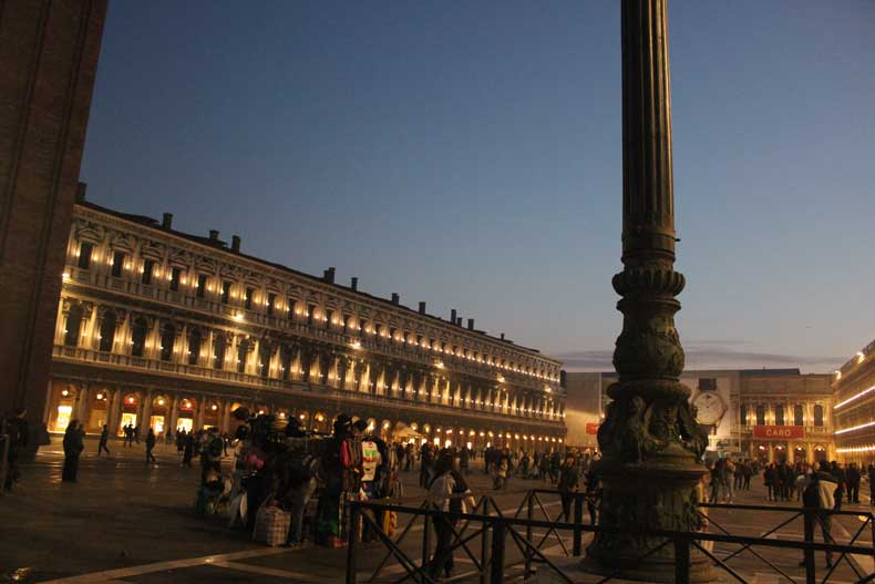 Things to do in Venice Italy - San Marcos Square at night