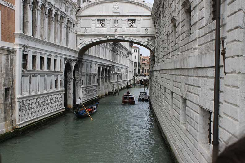 bridge of sighs - one of the top sites if wondering what to do in venice italy