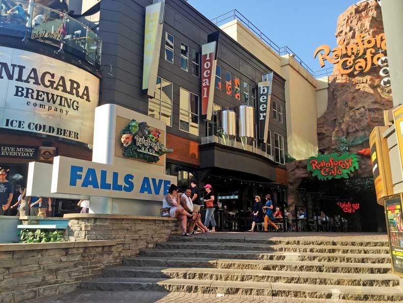 best restaurant -niagara falls - canada side- niagara brewery