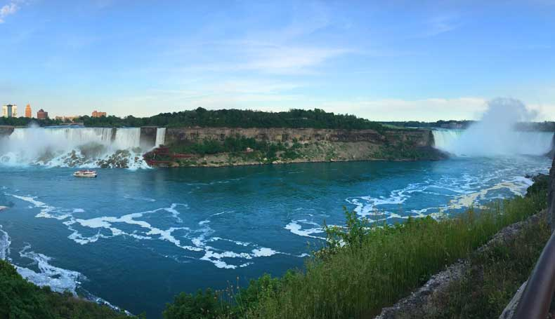Niagara Falls American side vs Canadian side