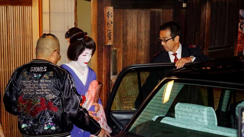 3 day Kyoto itinerary - Gion geishas