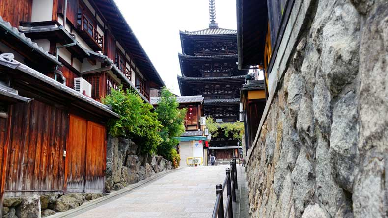 Kyoto with kids itinerary - Ninenzaka and the Sannenzaka
