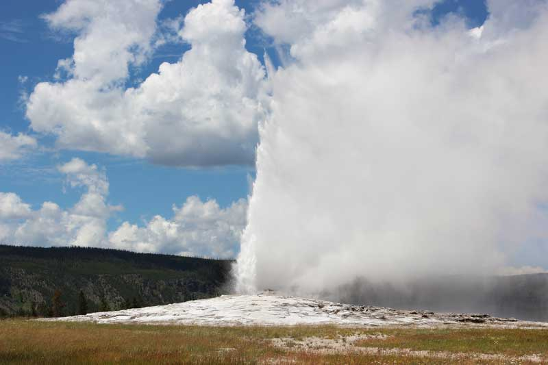 Old Faithful - top attractions in Yellowstone