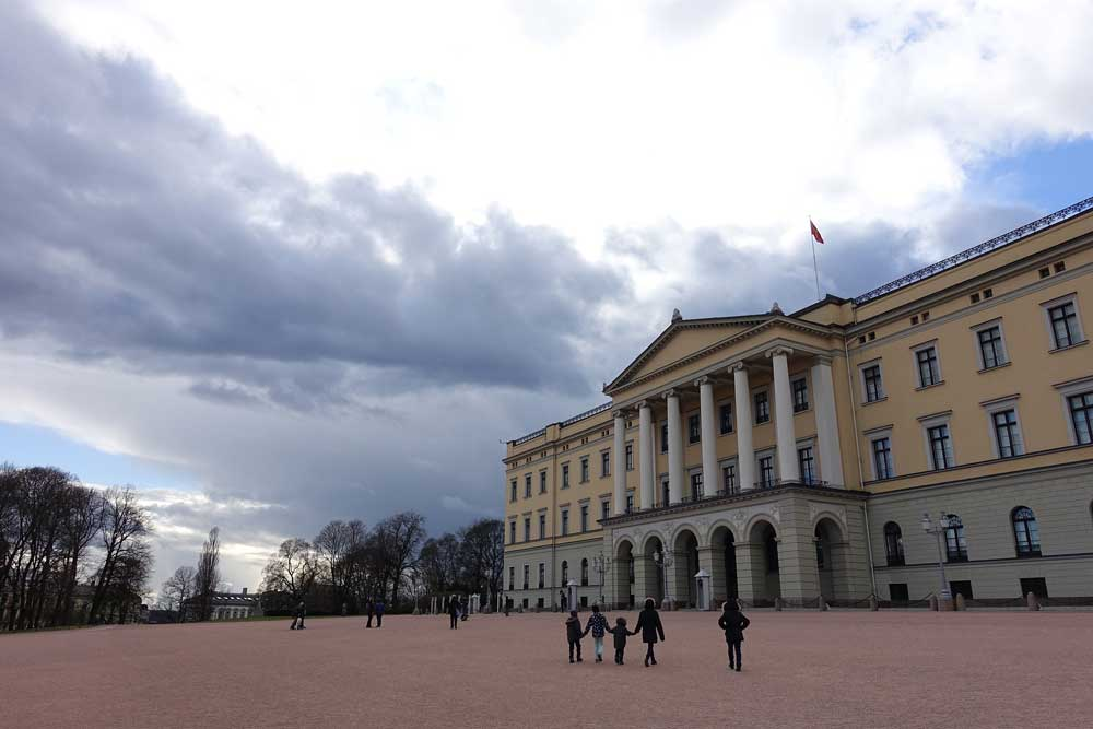 Things to do in Olso Norway Royal Palace Slottspassen