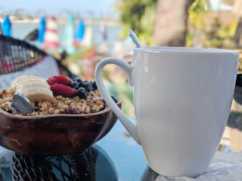 things to eat in Oahu - acai bowl