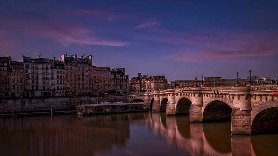Pont-Neuf in Paris. The oldest bridge in Paris.