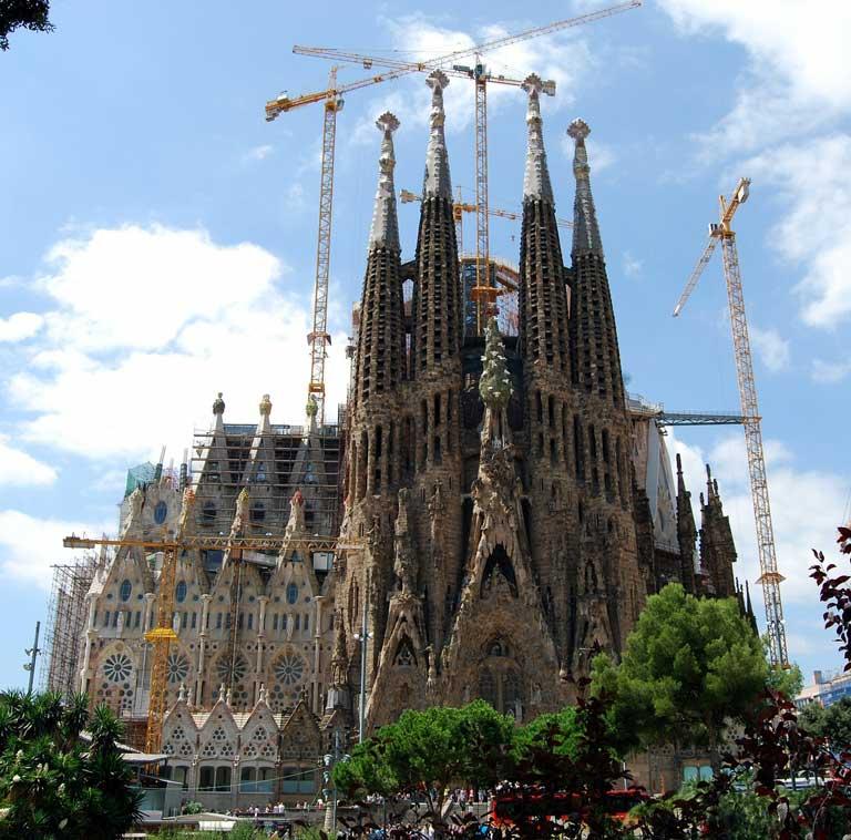 Basilica de la Sagrada Familia under construction