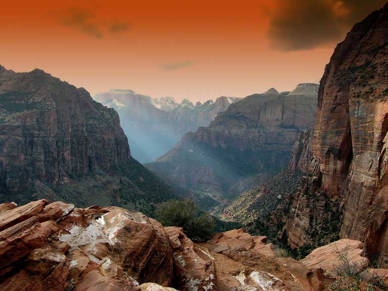 Canyon Overlook trail - an easy kid-friendly hike in Zion