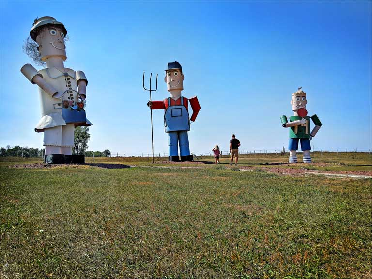 Enchanted Highway world's largest tin family